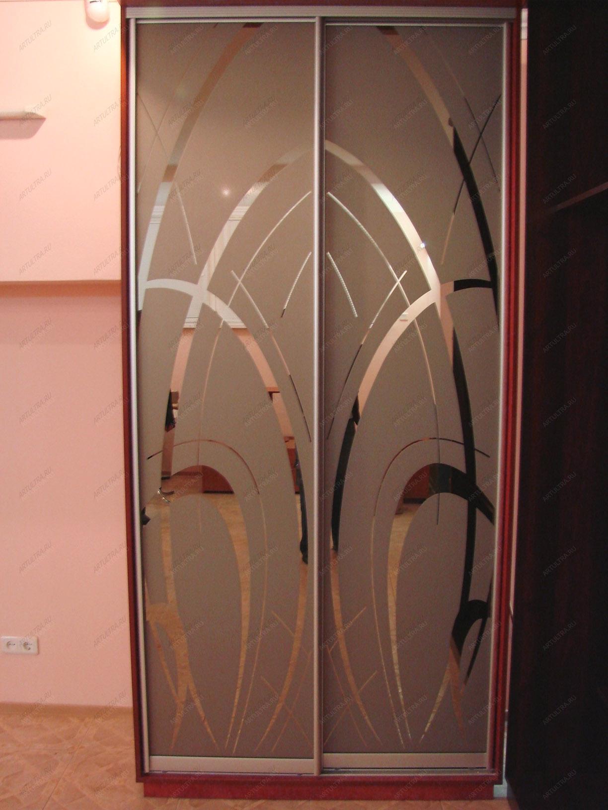актуальную информацию двери с зеркалом и узорами сети