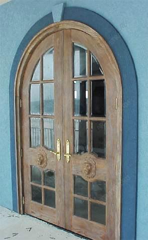 дверь входная с остеклением на верху