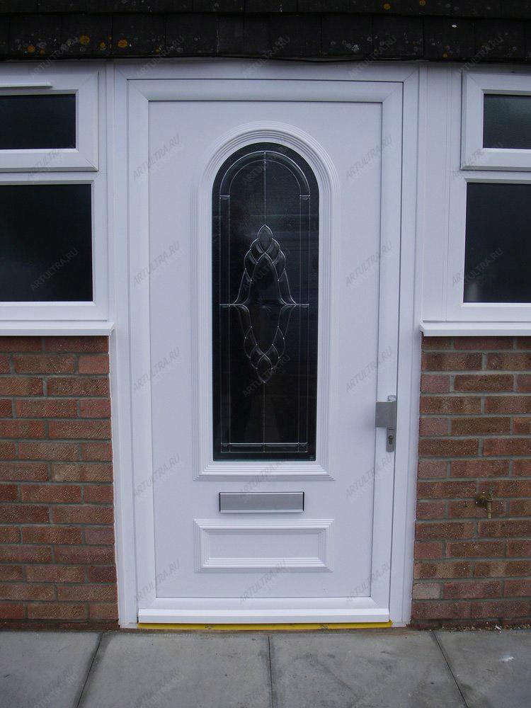 входные металлические двери в загородный дом со стеклом