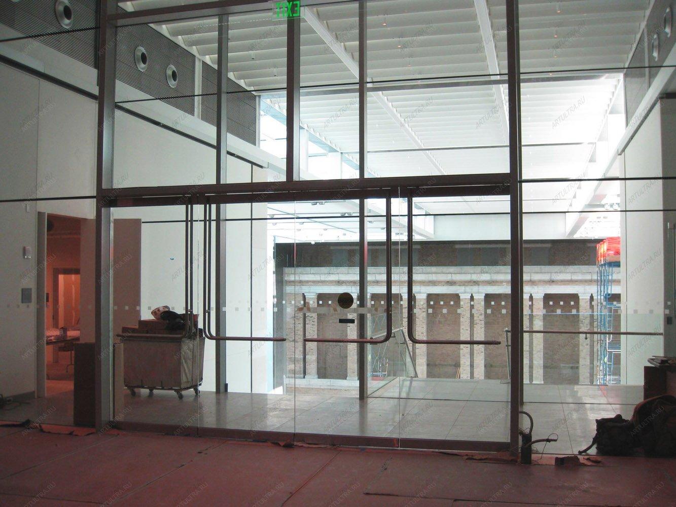 двери входные в торговый центр типа