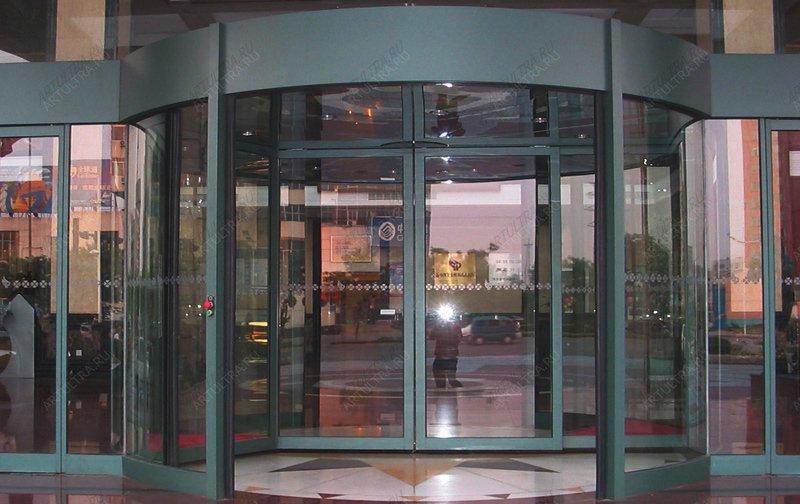 двери входные остекленные для торгового центра