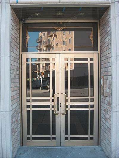 дверь входная со стеклом для кафе