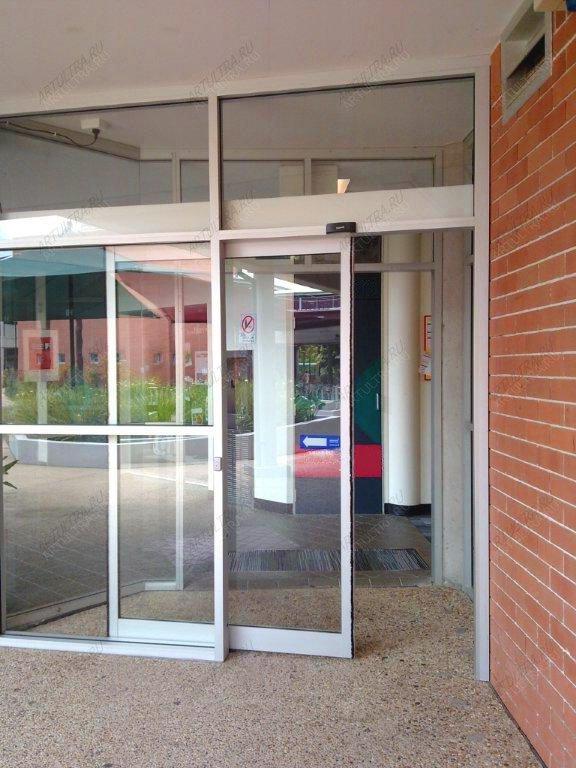 Раздвижные межкомнатные двери-перегородки - Все фотографии: http://artultra.ru/steklyannye_dveri/dveri_na_zakaz_nestandartnye/dveri_razdvizhnye_peregorodki/razdvizhnye_peregorodki_mezhkomnatnye_dveri/?l=all