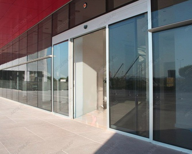 железные входные двери для торгового центра