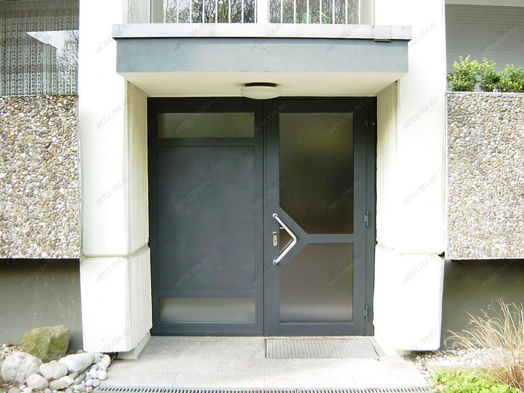 входные двери жилого дома