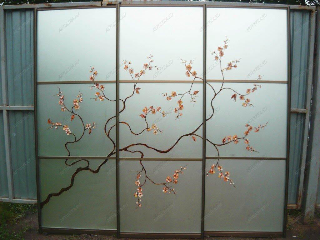 Фото сакуры на фасаде для шкафа купе