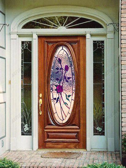 красивые входные двери с витражами